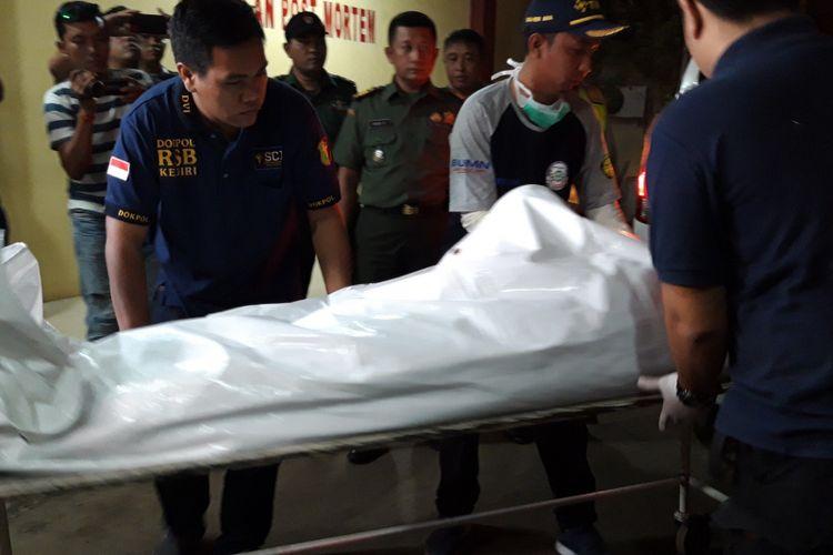 Dua kantong jenazah kembali tiba di RS Polri, Kramatjati, Jakarta Timur, Rabu (31/10/2018)