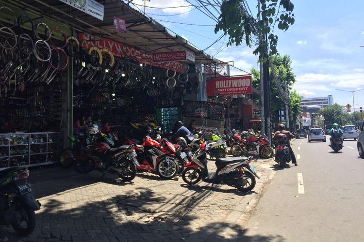 Pusat aksesori motor di jalan Otista