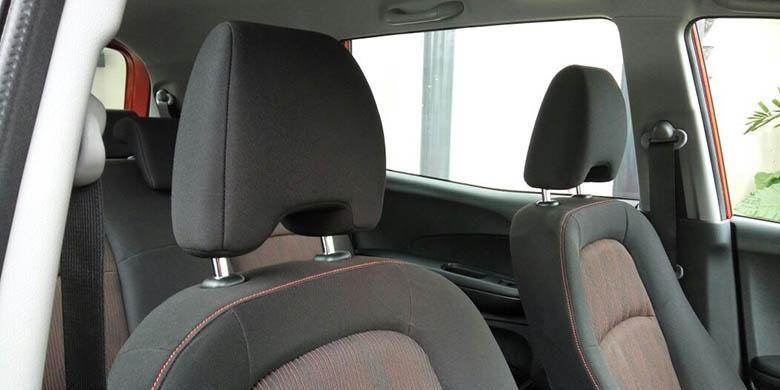 Headrest terpisah New Mobilio