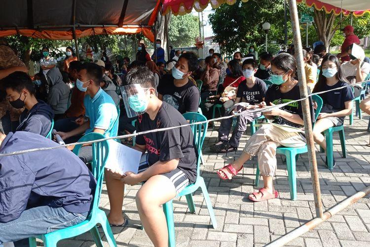 Pelaksanaan vaksinasi covid-19 untuk anak usia 12-17 tahun di RSUD Provinsi NTB, Jumat (2/7/2021).
