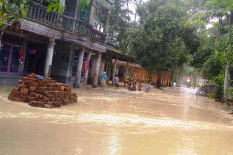 Peristiwa banjir bandang yang terjadi di wilayah selatan Kabupaten Cianjur, Jawa Barat, Oktober 2020