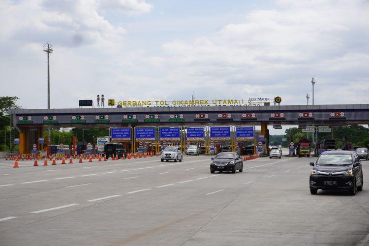 Gerbang Tol Cikampek Utama 1, Jalan Tol Jakarta-Cikampek
