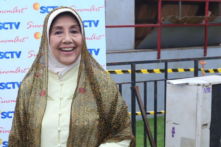 Nani Wijaya hadir pada acara Meet And Great Sinemart All Stars di Mall Bintaro Exchange, Tangerang Selatan, Senin (20/02/2017).