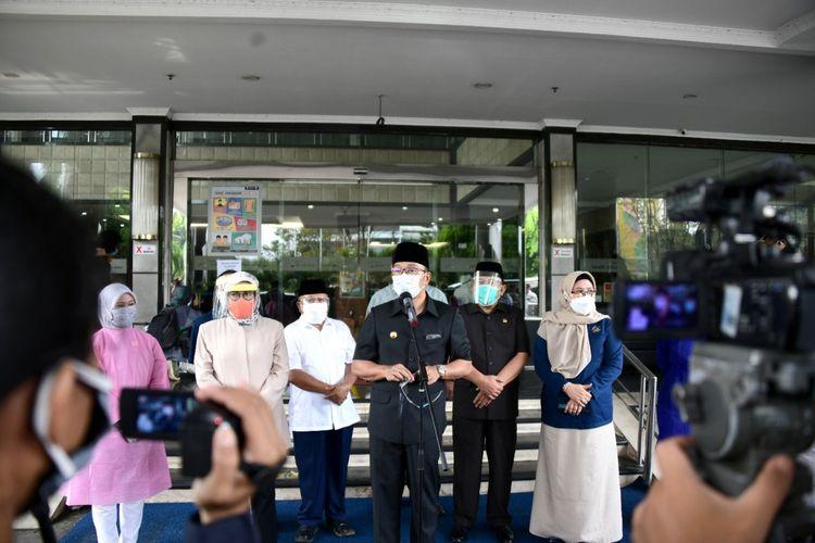 Gubernur Jawa Barat Ridwan Kamil saat melakukan konferensi pers di Hotel Grand Asrilia, Jalan Pelajar Pejuang, Kota Bandung, Senin (28/6/2021).