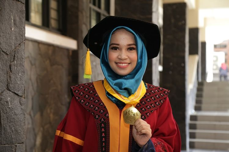 Cerita Di Balik Skripsi 2019gantipresiden Karya Lulusan Terbaik Unpad Ridwan Kamil Dan Dosen Pembimbing Halaman All Kompas Com