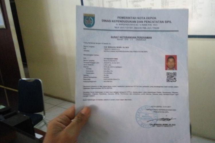 Surat keterangan yang dikeluarkan Kantor Kelurahan Kalimulya, Depok, kepada para pemohon KTP.  Surat keterangan ini disebut sengaja dibuat akibat ketiadaan blangko KTP elektronik.