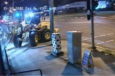 Maling di Australia Curi Sepeda Motor Pakai Traktor Sawah