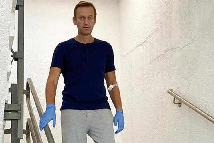Aleksei Navalny sudah bisa turun tangga di RS Charite Berlin. Dia mengunggah foto dirinya turun dari tangga ke media sosial Instagram.