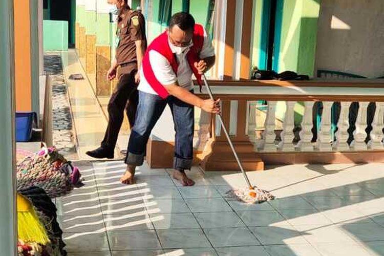 Wakil Bupati Lampung Tengah, Ardito Wijaya menjalani eksekusi vonis pelanggaran prokes, Selasa (4/8/2021).