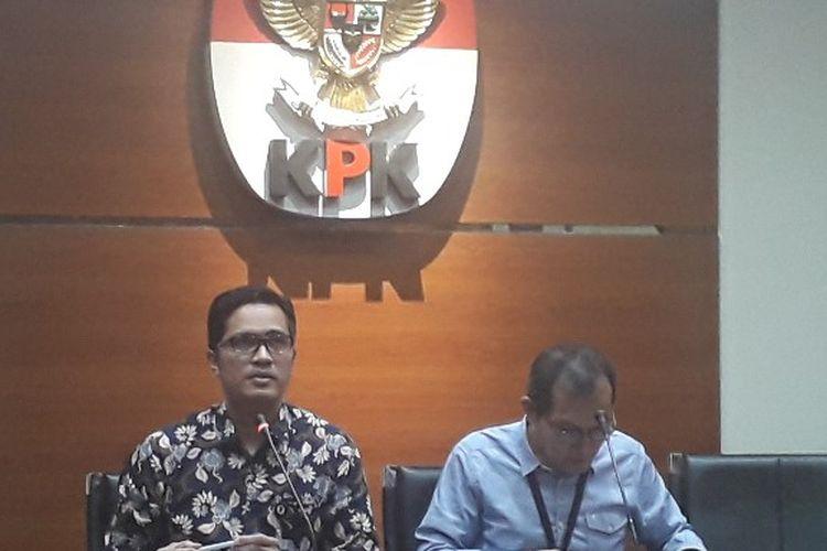 Juru Bicara KPk Febri Diansyah dan Wakil Ketua KPK Saut Situmorang dalam konferensi pers penetapan anggota BPK RI sebagai tersangka kasus SPAM, Rabu (25/9/2019).
