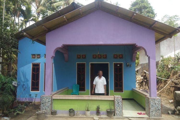 Modesta Usnaat, warga Desa Oesena, Kecamatan Miomafo Timur, Kabupaten Timor Tengah Utara, Nusa Tenggara Timur (NTT), penerima bantuan rumah layak huni dari pemerintah setempat.