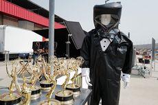 Emmy Awards 2020, Presenter Pakai Baju APD Bermodel Tuksedo