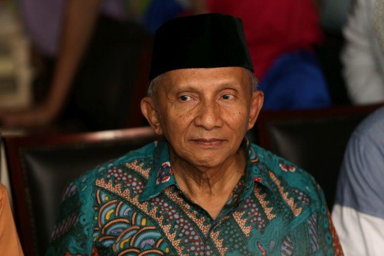Pendiri Partai Amanat Nasional (PAN), Amien Rais menggelar jumpa pers terkait uang Rp 600 juta yang disebut jaksa KPK berasal dari aliran dana kasus korupsi pengadaan alat kesehatan dengan terdakwa mantan Menteri Kesehatan Siti Fadilah Supari di kediamannya di Taman Gandaria, Jakarta Selatan, Jumat (2/6/2017). Dalam keterangan persnya, Amien menyebutkan bahwa kejadian pada Januari hingga Agustus 2007 lalu dia mengaku menerima bantuan dana operasional dari Soetrisno Bachir, mantan Ketua Umum DPP PAN.