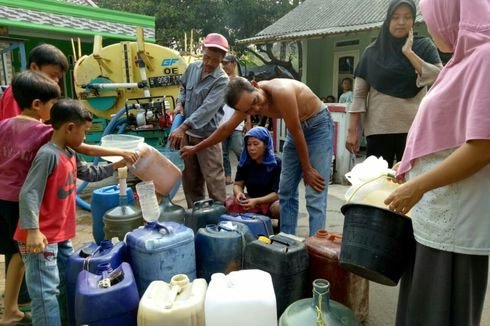 Warga Setu, Tangsel, yang Terdampak Kemarau Dapat Bantuan Air Bersih