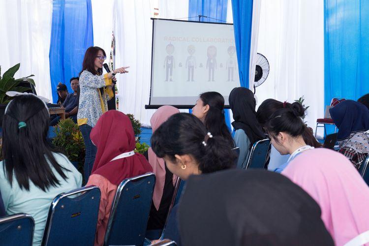 Founder sekaligus CEO Jurusanku.com, Ina Liem saat memberikan materi entrepreneurship di hadapan 88 pemenang Beasiswa Juara Avian Brands, Bogor, Sabtu (2/11/2019).