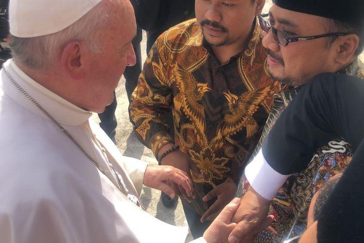 Ketua Umum PP GP Ansor Yaqut Cholil Qoumas saat bertemu Paus Fransiskus di Vatikan, Rabu (25/9)