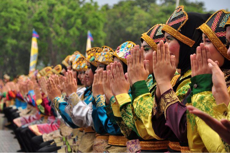 Tari Aceh Ratoh Jaroe Saman.