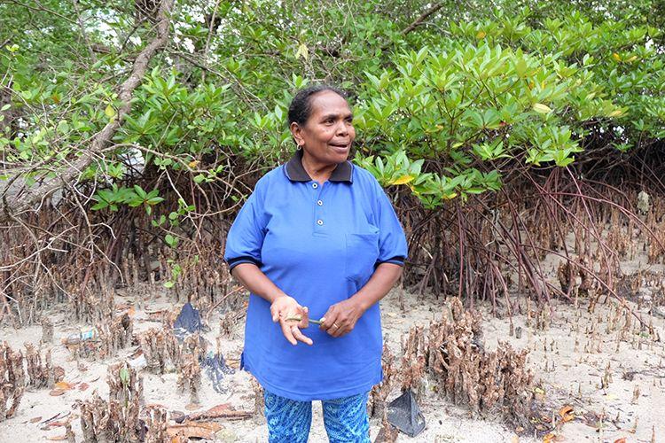 Marta Lothang (55), pejuang bakau dari Alor.