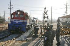 Saat Kereta Api Kembali Melintasi Perbatasan Korea setelah 10 Tahun..