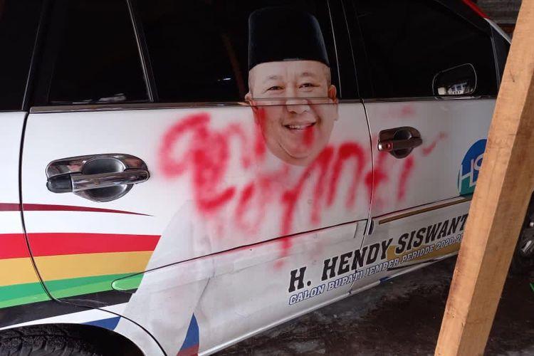 Mobil milik Cawabup KH Balya Firjaun Barlaman yang menjadi objek vandalisme orang tak dikenal