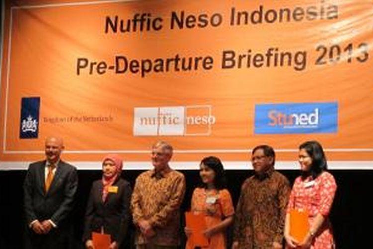 Sekitar 300 pelajar Indonesia berkumpul di Erasmus Huis di Jakarta untuk acara tahunan pre-departure briefing yang diselenggarakan Nuffic Neso Indonesia, Sabtu (20/7/2013).