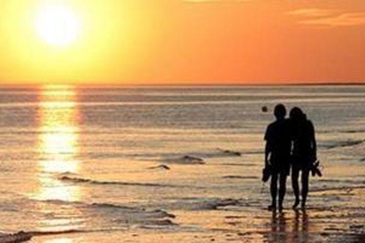 Sunset di Pantai Kuarsa Sikka, Pulau Bangka, Provinsi Bangka Belitung.