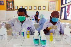 IIK Strada Kediri Jadikan Ruang Lab sebagai Pabrik Hand Sanitizer Gratis