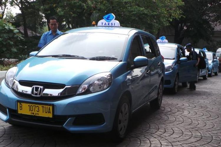 Armada Taksi PT Blue Bird Tbk.