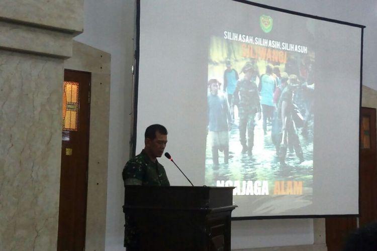 Pangdam III/Siliwangi Mayjen TNI Doni Monardo tengah memberikan sambutan dalam acara silaturahmi pegiat lingkungan hidup di Makodam III/Siliwangi, Senin (20/11/2017).