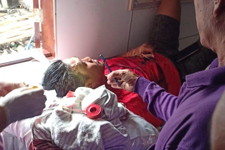 Bripka Yohanes anggota Satpolair Polda Sumsel yang mengalami luka sabetan pisau didahi usai membebaskan dua orang sandera di Kabupaten Ogan Komering Ilir (OKI),Sumatera Selatan.