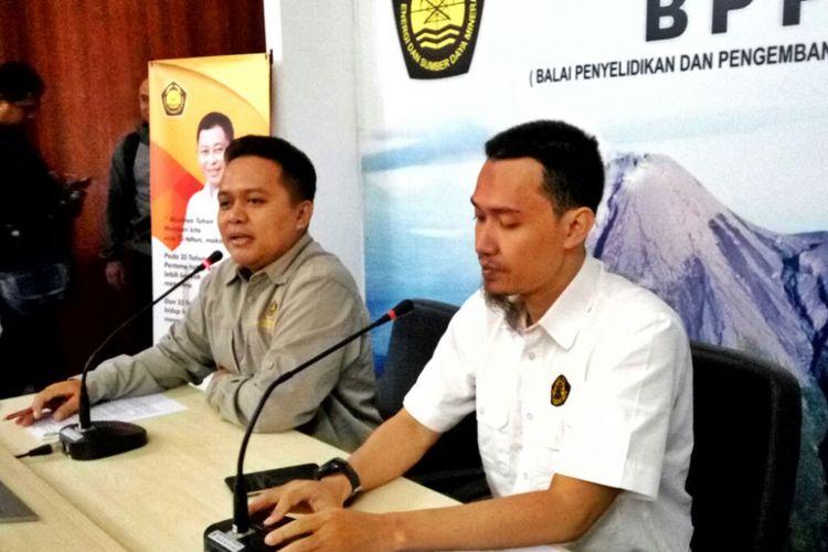 Kepala Seksi Gunung Merapi BPPTKG Yogyakarta Agus Budi Santoso (Baju Putih) dalam jumpa pers, Kamis (31/05/2018)