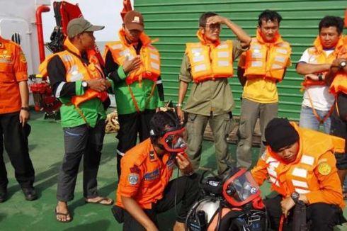 Selasa Pagi, Tim Penyelam akan Pastikan Keberadaan CVR Kotak Hitam AirAsia