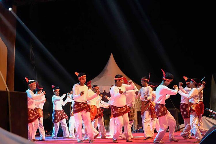 Tari Seudati dari Desa Gigieng yang berkembang di Desa Didoh, Aceh.