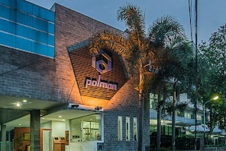 Gedung Politeknik Manufaktur (Polman) Bandung terletak di Jalan Kanayakan 21, Dago, Coblong, Bandung, awalnya politeknik ini bernama Politeknik Mekanik Swiss-ITB.
