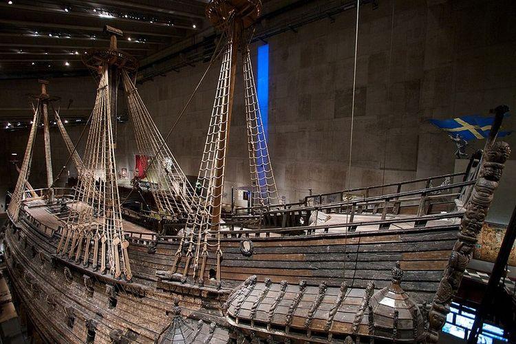 Kapal Vasa, kapal perang Swedia yang sebelumnya selama 300 tahun lebih berada di dasar laut setelah tenggelam pada pelayaran perdana, kini menjadi satu-satunya koleksi di Vasa Museum di Stockholm. Museum ini ramai dikunjungi wisatawan mancanegara.