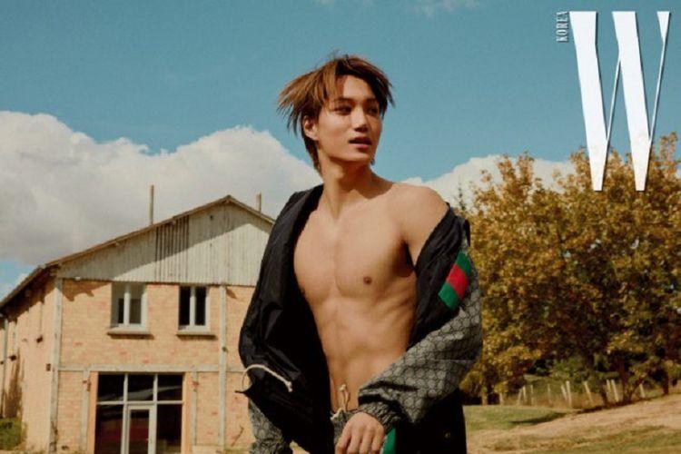 Member boyband K-pop EXO, Kai, berpose untuk majalah W Korea edisi November 2018.