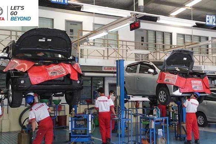 Pemeriksaan kendaraan di bengkel resmi Toyota