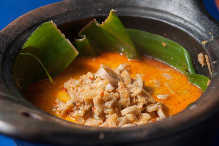 Ilustrasi jukut ares, makanan khas Bali terbuat dari batang pohon pisang muda.