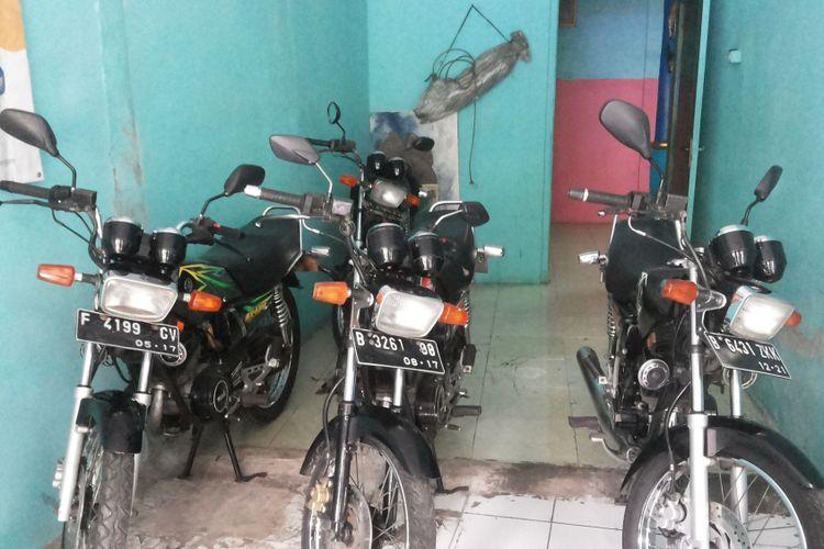 Beberapa motor Yamaha RX King yang dijual di diler motor bekas Yanto Motor, Pancoran Mas, Depok, Rabu (31/1/2018).