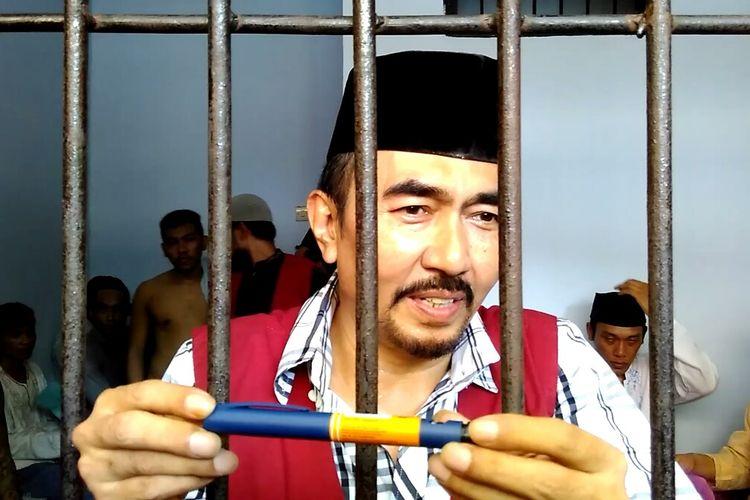 Gatot Brajamusti ditemui usai sidang di Pengadilan Negeri Mataram, Rabu (22/2/2017).