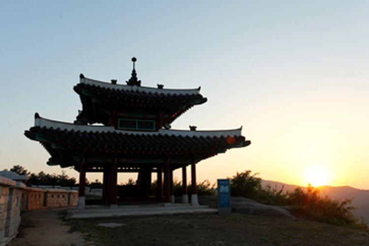 Suasana matahari terbenam di pos komando Namjangdae