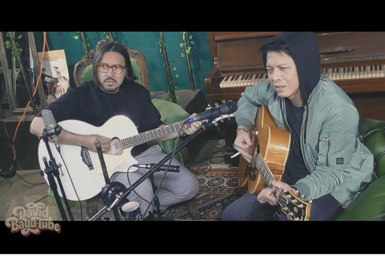 Vokalis band NAIF David Bayu (kiri) dan Ariel NOAH