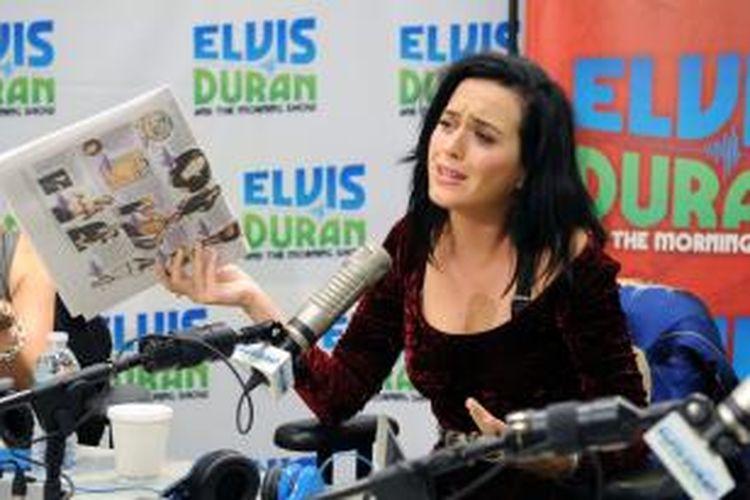 Katy Perry hadir dalam The Elvis Duran Z100 Morning Show di Z100 Studio, New York City (AS), Senin (12/8/2013) waktu setempat.
