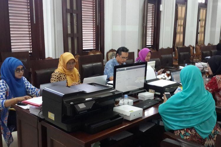 Sejumlah pihak yang terkait dengan proses PAW bekerja dalam satu ruangan di Ruang Rapat Internal Gedung DPRD Kota Malang, Jumat (7/9/2018)