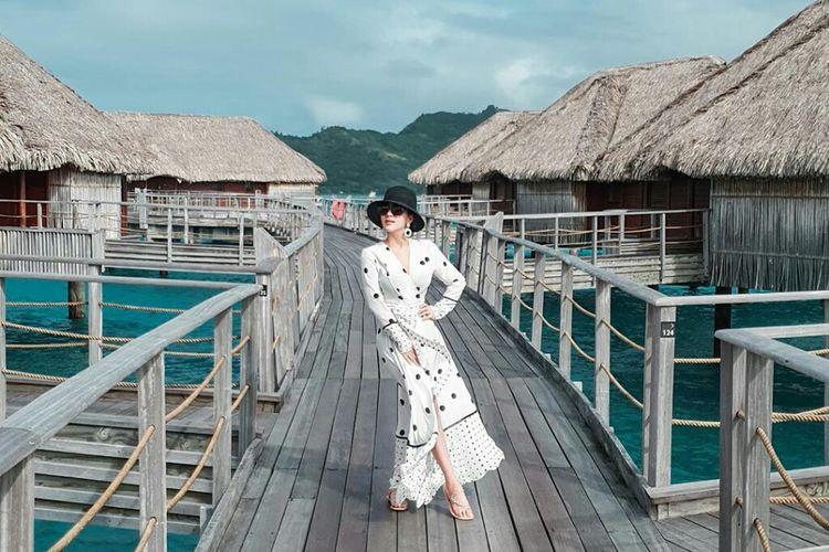Syahrini dan Reino Barack berbulan madu di Bora Bora, Perancis.