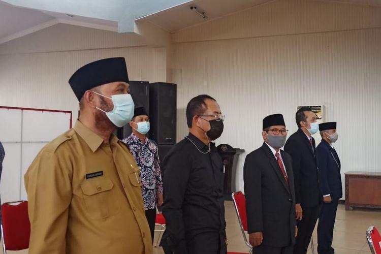 Plt kepala dinas pendidikan Jember Bambang Hariono (paling kiri)