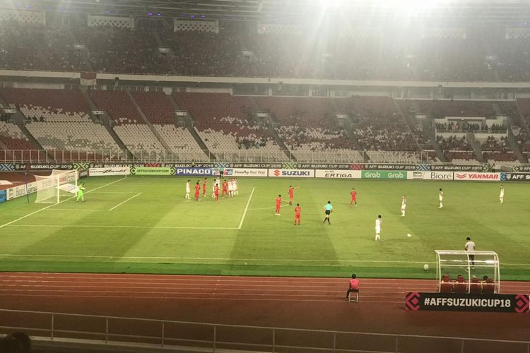 Suasana babak pertama laga antara timnas Indonesia vs timnas Filipina pada babak penyisihan Grup B Piala AFF 2018 di Stadion Utama Gelora Bung Karno (SUGBK), Minggu (25/11/2018).