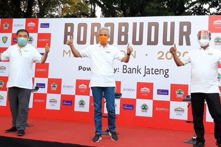 Gubernur Jawa Tengah Ganjar Pranowo bersama Direktur Utama Bank Jateng, Supriyatno dan Ketua Yayasan Borobudur Marathon Liem Chi An saat konferensi pers di Puri Gedeh, Selasa (8/9/2020).