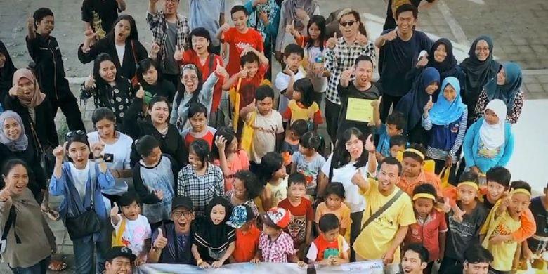 Perjalanan yang digelar sejak 22 Desember 2017 sampai 26 Desember 2017 itu dilakukan sembari melakukan bakti sosial berupa donasi buku dan belajar bersama anak-anak di kawasan Ngemplak, Desa Sinduadi, Sleman, Yogyakarta. Bonusnya, para wisatawan bisa menikmati beraram destinasi indah yang mengesankan di Yogyakarta dan sekitarnya.