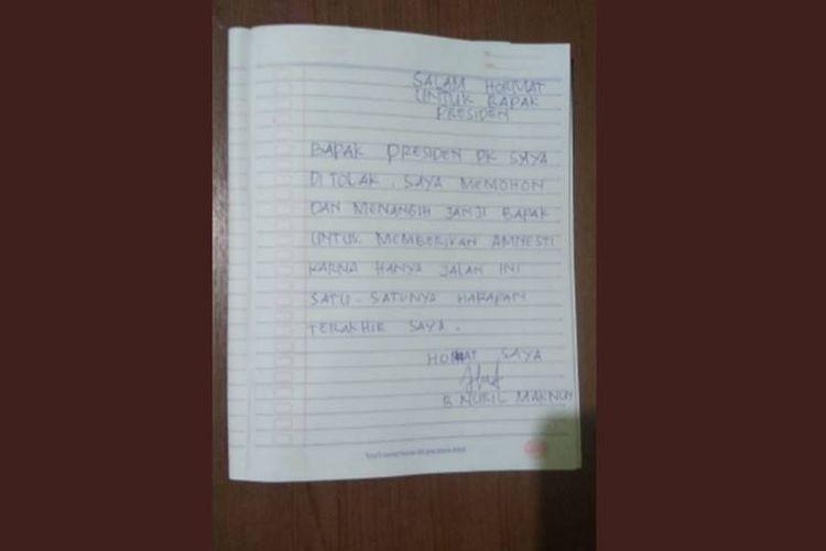 Surat dari Baiq Nuril beredar luas setelah Mahkamah Agung (MA) yang menolak peninjauan kembali (PK) kasus penyebaran konten bermuatan asusila yang diajukan oleh Baiq Nuril sehingga dia mesti menjalani hukuman 6 bulan penjara dan denda Rp 500 juta.